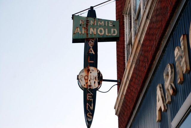Arnold Pen Building Sigange